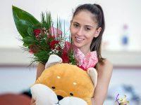 Куп поздравления, цветя, целувки и подаръци за рождения ден на Невяна Владинова