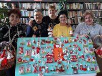 """Жените от Клуб """"Сръчни ръце"""" в Асеновци измайсториха традиционни и модерни мартенички"""