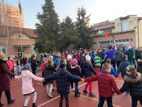 """В НУ """"Христо Ботев"""" – Плевен започват учебния ден със спорт и усмивки /снимки/"""