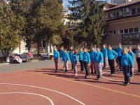 """В НУ """"Христо Ботев"""" започват деня със спорт и усмивки"""