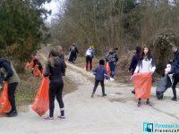 """Десетки плевенчани дойдоха да чистят в """"Кайлъка"""" с кмета /снимки/"""
