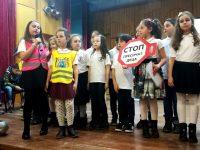 """Деца препълниха днес зала """"Катя Попова"""" за олимпиадата по пътна безопасност"""