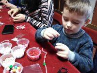 Деца от село Победа изработиха мартенички за каузата на местното читалище