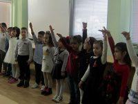 """За поредна година деца от ДГ """"Теменуга"""" – Плевен закичиха с мартеници екипа на Басейнова дирекция"""