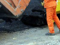 Продължава изкърпването на дупки и ремонт на тротоари в Плевен
