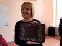 Уникално шоколадово пано подариха ученици от ПГРТО – Плевен на омбудсмана Мая Манолова