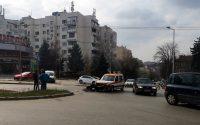 Катастрофа с линейка е станала на оживено кръстовище в Плевен (снимки)