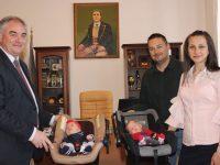Кметът посрещна първите родени бебета за 2019-а и родителите им