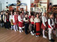"Второкласници на НУ ""Христо Ботев"" – Плевен поздравиха съучениците си с пролетна програма"