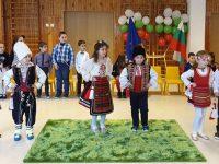 """Деца от ДГ """"Юнско въстание"""" – Плевен пяха патриотични песни и рецитираха стихове за родината"""