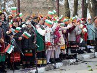 С празнично шествие, историческа възстановка и кръшно хоро в Пордим честваха Трети март