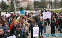 Медицински сестри протестираха в Плевен с искания за достойно заплащане и по-добри условия на труд