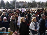 За достойно заплащане излязоха днес на протест медицинските специалисти по здравни грижи в Плевен