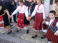 На пролетен бал в Радомирци проведоха конкурс за най-автентична носия