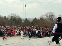Стотици плевенчани се събраха пред Панорамата, за да празнуват Трети март