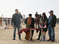 Традицията събра стотици на Тодоровден на модерната конна база край Садовец – снимки