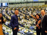 Ученици представиха плевенската Езикова гимназия в Европарламента в Брюксел