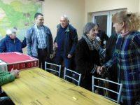 Община Долни Дъбник дари телевизор на Пенсионерския клуб в Петърница