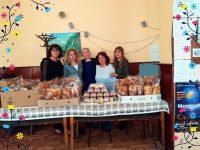Дамите от ВМРО – Плевен зарадваха пенсионери с козунаци и великденски яйца