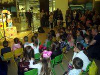"""Театралният спектакъл """"Стават чудеса"""" събра малчугани в Панорама мол Плевен (галерия)"""