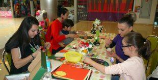 Деца твориха великденски сувенири и картички в Панорама мол Плевен