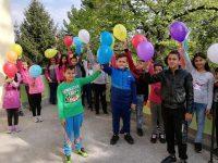 """Ученици от ОУ """"Христо Смирненски"""" – с. Ореховица пуснаха балони с послания за Земята"""
