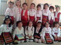 """Деца от ДГ """"Калина"""" – Плевен научиха повече за ритуалите при пролетните празници"""