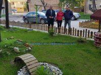 Добрият пример: Плевенчани превърнаха в райско кътче градинката пред блока си