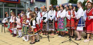 Лазарки пяха и танцуваха в Кнежа