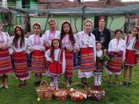 Лазарки пяха и благославяха стопаните в село Асеновци