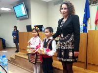 Деца поздравиха общинските съветници на Плевен с великденските празници