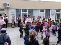 """В ДГ """"Теменуга"""" посрещат великденските празници със Северняшкия ансамбъл"""