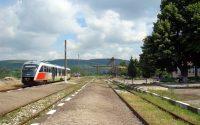 Обработват площи срещу плевели около жп линии в Плевенско