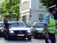 ОДМВР-Плевен: Глоби за абитуриентите, ако висят от колите и не слагат колани