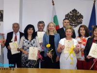 """Педагози от област Плевен получиха почетни отличия """"Неофит Рилски""""  /снимки/"""