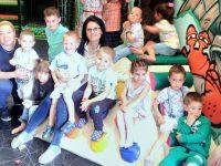 """Малчугани от ДГ """"Звънче"""" – Плевен споделиха 1 юни със своите родители и учители"""