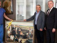 """Румен Петков и кметът на Пордим подариха картина на изпълнителния директор на УМБАЛСМ """"Пирогов"""""""