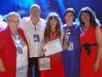 Талантливата плевенчанка Елизабет Захариева с куп отличия от международен фестивал
