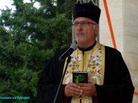 Вярвящи от Левски с подписка и протести в защита на своя свещеник