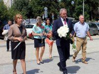 Кметът Спартански поднесе цветя пред паметника на Апостола