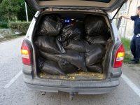 Сгащиха плевенчанин, превозвал 380 кила контрабанден тютюн (снимки)
