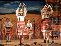 """Над 400 изпълнители участваха във фолклорния фестивал """"Път, вдъхновение, вяра"""" в Белене"""