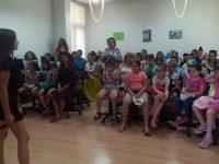 """10 години с усмивки и работа в екип се провежда """"Летен детски университет"""" в плевенската Библиотека"""