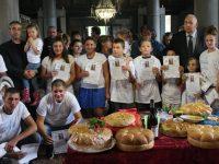 Кръстиха 15 деца в село Бреница