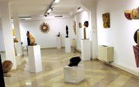 Пътуваща изложба с пластики и релефи от дърво представят в Плевен