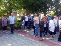 Жители на община Гулянци настояват държавата да вземе ефективни мерки срещу комарите