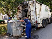 Неправилно паркирани автомобили затрудняват сметосъбирането в Плевен