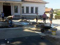 Община Гулянци ремонтира площада на село Шияково