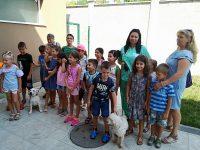 """Деца от лятната занималня """"Подай ръка"""" гостуваха във Ветеринарна клиника """"ИДА-ВЕТ"""" – Плевен"""