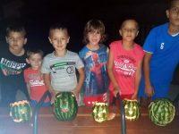Нощно шествие със светещи динени фенери организираха в Победа /снимки/